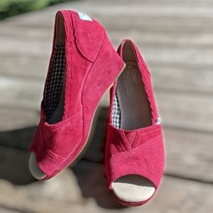 Toms Michelle Peep Toe Wedge Size 7 Red